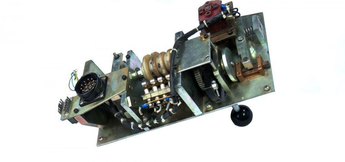 th_MASTER CONTROLLER FOR 3 PHASE ELECTRIC LOKOMOTIVE FOR WAG9,WAP7_ WAP5 (3)